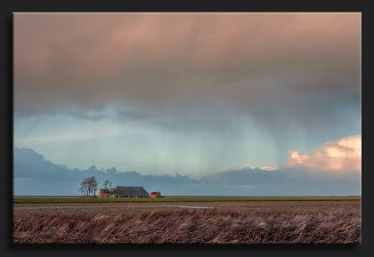 Regen in de Noordpolder - Rain in the polder with a farm
